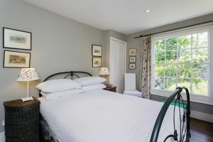 A bed or beds in a room at Veeve - Five Bedroom House in Greenwich