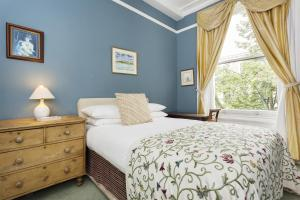 A bed or beds in a room at Veeve - Two Bedroom Apartment in Notting Hill