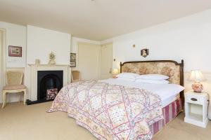 A bed or beds in a room at Veeve - Seven Bedroom House in Greenwich