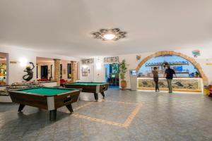 A pool table at Ekaterini Hotel