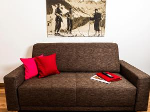 A seating area at alpen select apartments Kleinwalsertal