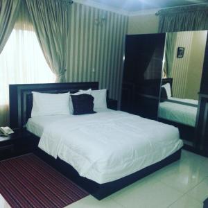 Tenache Hotels