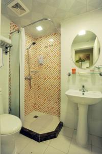 (Home Inn Hohhot Beiyuan Street Railway Station East Station)