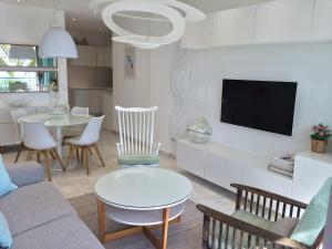 Uma televisão e/ou sistema de entretenimento em Residence Le Copacabana