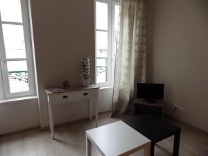 Télévision ou salle de divertissement dans l'établissement Apartment Centre Historique Bayeux
