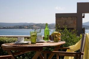 Drinks at Thalassa Mare Villas