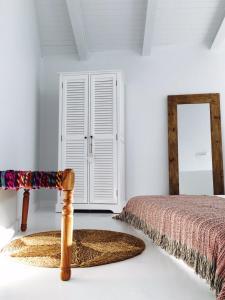 A bed or beds in a room at Akassa Alojamientos Bioclimaticos en las Hurdes