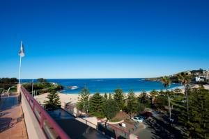 A balcony or terrace at Coogee Sands Hotel & Apartments