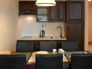 A kitchen or kitchenette at Apartamenty Urocza 5