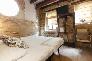 A bed or beds in a room at AinB Picasso-Corders Apartments