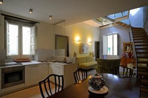 A kitchen or kitchenette at Appartamento Attico Capodimonte