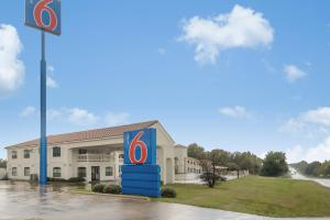 Picture of Motel 6 Canton