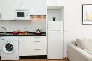 A kitchen or kitchenette at Neptuno Beach Apartment