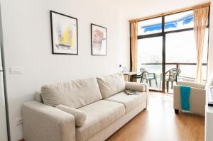 A seating area at Neptuno Beach Apartment