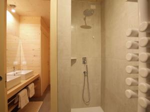 A bathroom at Chalet Edelweiss One