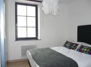 Tempat tidur dalam kamar di Les Mini-lofts de Paul et Virginie