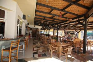 A restaurant or other place to eat at Sunquest Gardens Holiday Resort