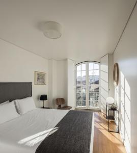 A bed or beds in a room at Lisbon Serviced Apartments - Baixa Castelo