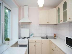 Кухня или мини-кухня в Inndays on Nagornaya