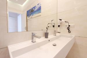 A bathroom at Anna Maria Apartments