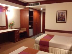 拉亚大酒店 (Raya Grand Hotel)