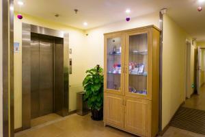 (Home Inn Xining Haihu Road Normal University)