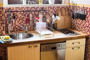 A kitchen or kitchenette at Ferienwohnung Zum Trappen