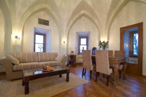 The lounge or bar area at Rapunzel Tower Apartment