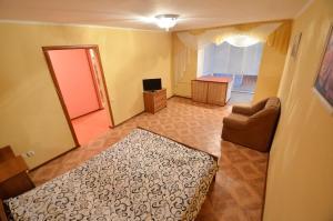 Кровать или кровати в номере Apartment Style on Sobornaya Street