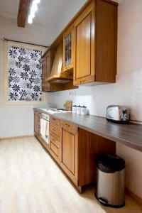 A kitchen or kitchenette at Valletta Arch Apartment