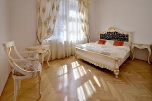 A bed or beds in a room at Ambiente Serviced Apartments - Tallerova