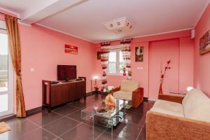 A seating area at Bigova Sea Views Apartments