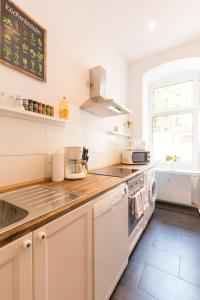 A kitchen or kitchenette at Apartment Fritz