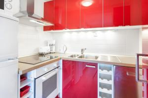 A kitchen or kitchenette at GreatStay Apartment - Maybachufer