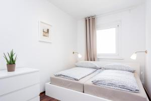 A bed or beds in a room at GreatStay Apartment - Stralauer Allee