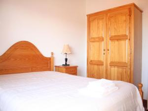 A bed or beds in a room at Casa da Risca