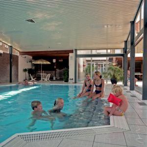 Het zwembad bij of vlak bij Marx Motel