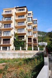 Apartments Leo