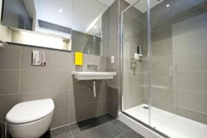 A bathroom at Staycity Aparthotels London Heathrow