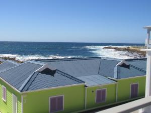 Point Village Accommodation -Linky's House