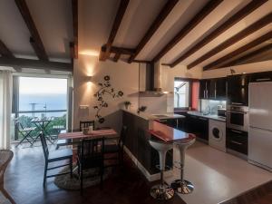 Küche/Küchenzeile in der Unterkunft Apartamentos Igeldo