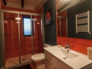 Ein Badezimmer in der Unterkunft Apartamentos Igeldo