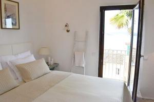 A bed or beds in a room at Sea View Apartment Olja