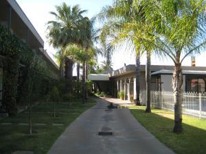 Sandors Motor Inn