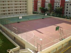 Tennis and/or squash facilities at Peniscola Azhar APL 2 or nearby