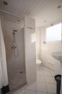 Een badkamer bij Pension Oranje