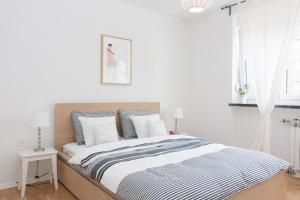A bed or beds in a room at Life Inn Apartment