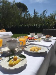 Breakfast options available to guests at Etoile De Saint Paul