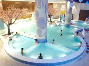 (Dongguan Silver Holiday Inn)