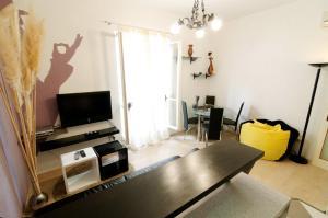 Naomi apartment